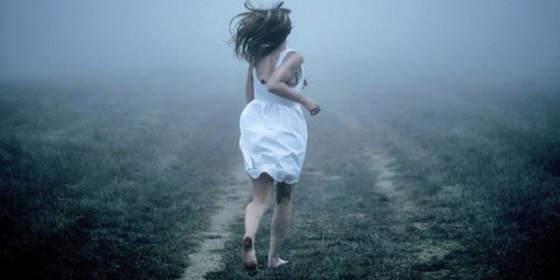 woman_running_away