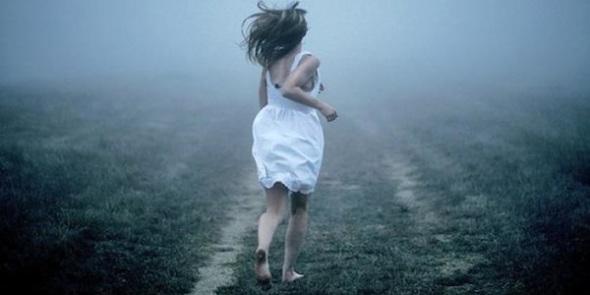 woman_running_away