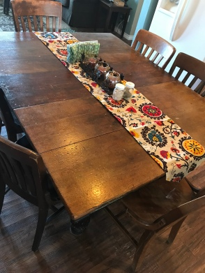 fall tablerunner and centerpiece